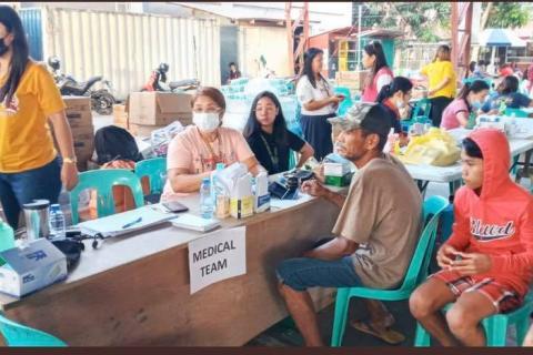 Población afectada por el volcán Taal en Filipinas